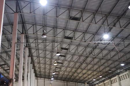 Bellissimo primo piano in metallo in acciaio e telaio in alluminio edifici fabbrica e costruzione di carico design