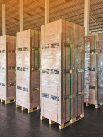 Shipment cartons box on pallets and wooden case on forklift in interior warehouse cargo for export and sorting goods in freight logistics and transportation industrial Banque d'images