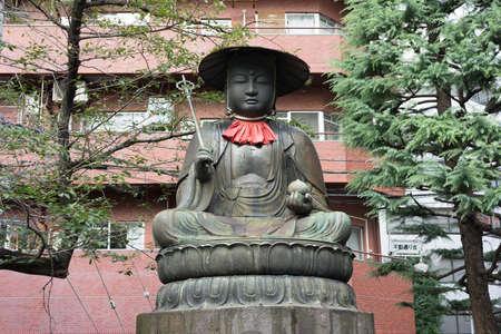 도쿄, 2016 년 9 월 1 일. 신주쿠 구 다이 소지에있는에도 로쿠 지조 (에도 6 지조) 또는 지조 보사 쓰의 동상.