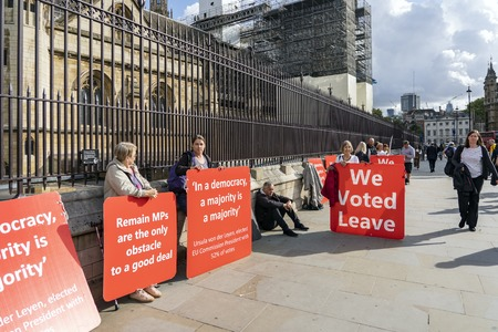 LONDON, UNITED KINGDOM - OCTOBER 1, 2019. Group of People are Supporting Brexit and Having a Rally by Palace of Westminster Supporting Brexit. Redactioneel