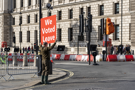 LONDON, UNITED KINGDOM - OCTOBER 1, 2019. Old Man is Holding the Red Banner on the Parliament Square - We Voted Leave. Redactioneel