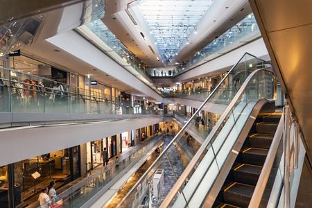 TOKYO, JAPAN - OCTOBER 7, 2018. Interior and Escalator of Omotesando Hills, Shopping Mall Designed by Tadao Ando. Redactioneel