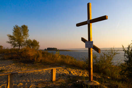 memorial cross: Memorial Cross on the shore of the Kiev reservoir in memory of the old villages that were flooded during the construction of it.