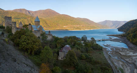 bastion: On the shores of the Zhinvali reservoir there is an interesting landmark - the medieval fortress of Ananuri, built in the sixteenth century to protect the surrounding lands. Until now, part of the fortress wall, the watchtower and three churches located o