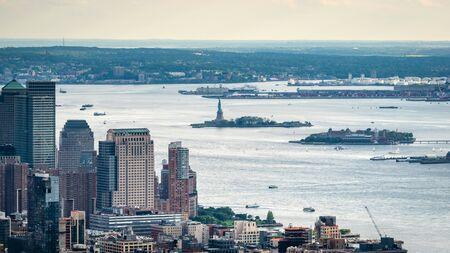 Nueva York, Estados Unidos - 6 de junio de 2019: Ciudad de Nueva York. Maravillosa vista aérea panorámica de los rascacielos de Manhattan Midtown - Imagen