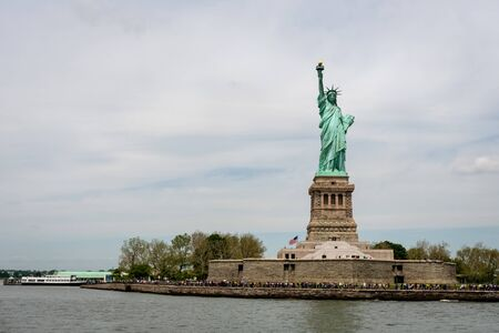 New York, USA - June 7, 2019: Ferry Boat approaching the Statue of Liberty, Liberty Island - Image Redactioneel