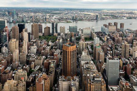 Nueva York, Estados Unidos - 6 de junio de 2019: Ciudad de Nueva York. Maravillosa vista aérea panorámica de los rascacielos de Manhattan Midtown - Imagen Editorial