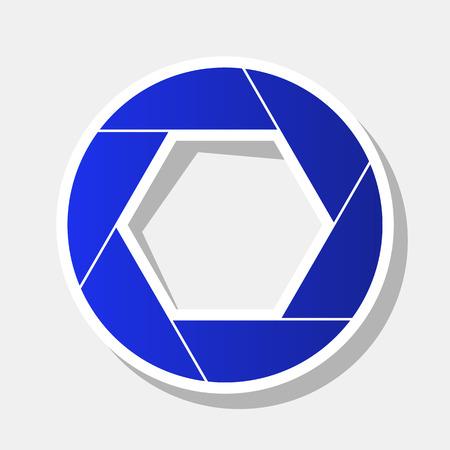 Ilustración de signo de foto. Vector. Icono azulado de año nuevo con el trazo exterior y la sombra gris sobre fondo gris claro.