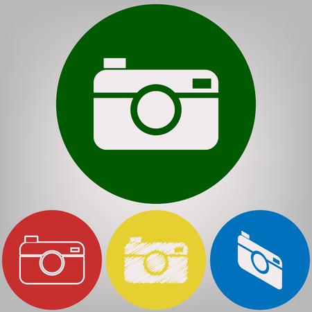 디지털 사진 카메라 기호입니다. 벡터. 밝은 회색 배경에 4 개의 색깔 원에 아이콘의 4 개의 백색 작풍.