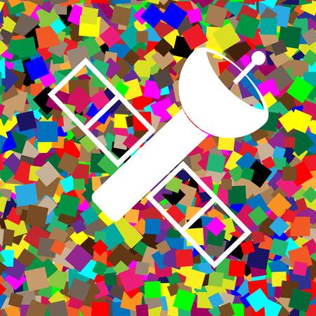 Illustration de signe satellite. Vecteur. Icône blanche sur fond coloré avec motif transparent de carrés. Vecteurs