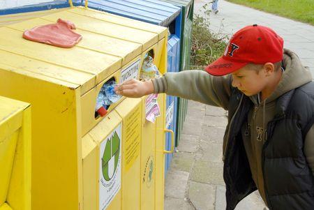 recursos renovables: Un centro de reciclaje p�blico para la disposici�n de recursos reanudables Foto de archivo