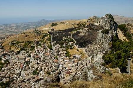 caltabellotta: Sicilian country village landscape with rock. (Caltabellotta, Agrigento, Sicily)  Stock Photo