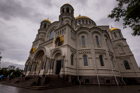 Exterior view of architecture of St Nicholas Naval Cathedral with wonderful decor, Kronstadt, Saint Petersburg. Stockfoto