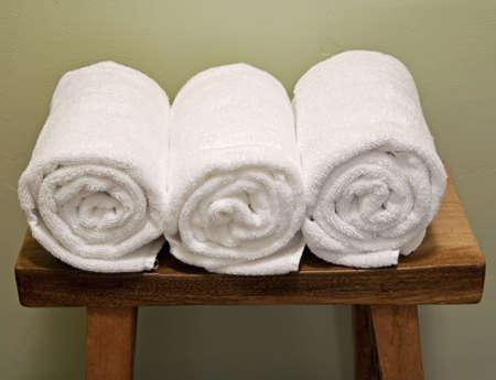 schone broodjes handdoeken op een bankje