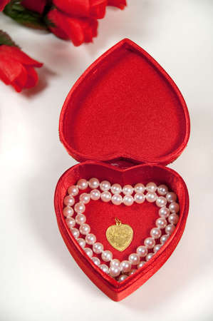 14k: valentine gift with red roses