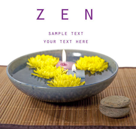 Moeders en aroma therapie kaarsen in water  Stockfoto - 8385427
