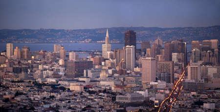 panoramic view of san francisco with the dome of city hall in the center and the lit up market street on the right Banco de Imagens