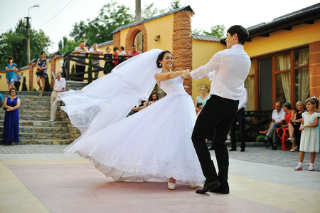 matrimonio feliz: primer baile de la boda Foto de archivo