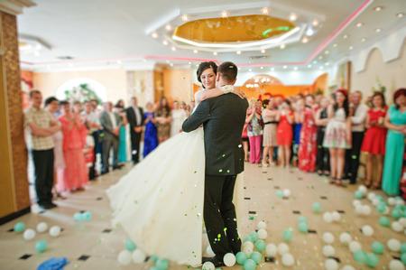 taniec: Pierwszy taniec wesele Zdjęcie Seryjne