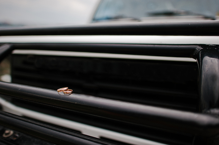 capote: wedding ring on the bumper of car