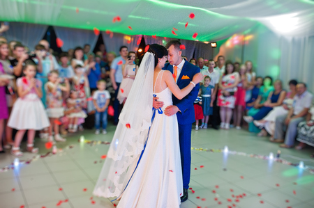first dance of newlywed Archivio Fotografico