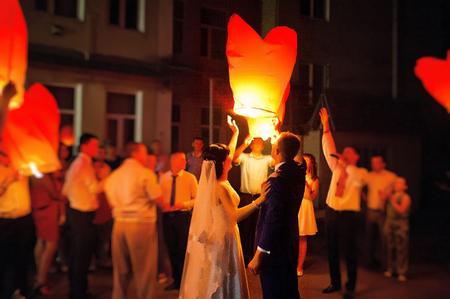 lanterns air at the wedding party Foto de archivo
