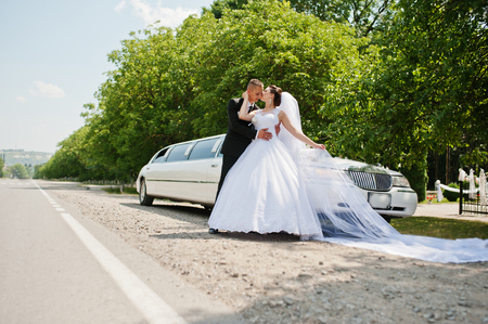 wedding couple background limousine