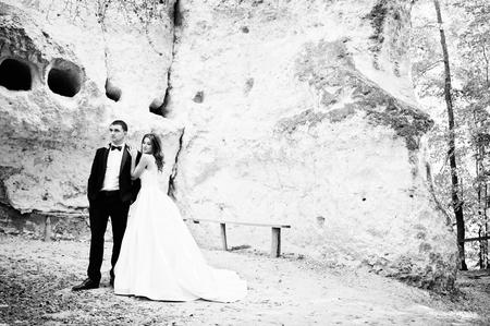 donna innamorata: coppia molto sensuale e gorgeus matrimonio sui paesaggi pittoreschi Archivio Fotografico