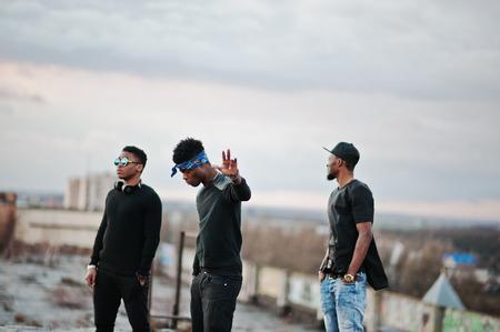 Three rap singers band on the roof 版權商用圖片