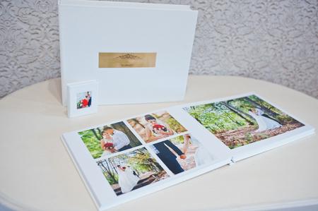wedding photo album: Luxury white leather wedding photo album and photo book