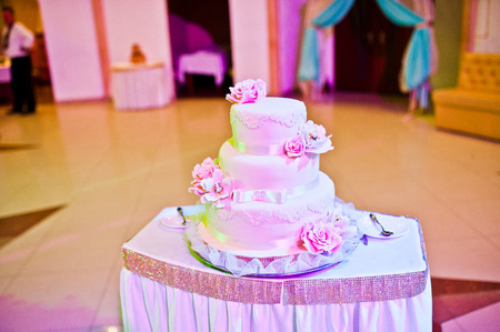 women subtle: Pink wedding cake on table Stock Photo