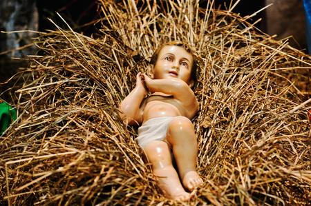 nascita di gesu: Molto grande presepe di Natale. Gesù nella mangiatoia