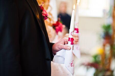debutante: Weddings candle at hands of newlyweds