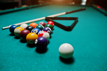 snooker halls: Billiard balls in a pool table at triangle with billiard cue