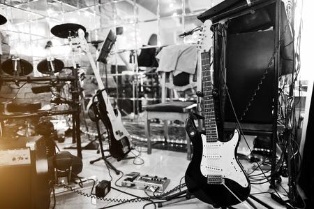 La creación de efectos de procesamiento de audio de la guitarra y la guitarra eléctrica Foto de archivo - 55463314
