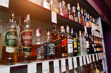 bebidas alcoh�licas: KYIV, UKRAINE - MARCH 25, 2016: Various alcoholic beverages bottles in the bar.