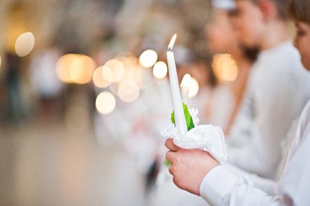 乌克兰利沃夫——2016年5月8日:乌克兰希腊天主教堂圣彼得大教堂举行了首次圣餐仪式。