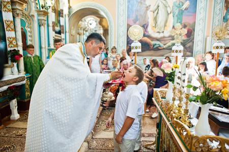 乌克兰穆基伦茨——2016年6月26日:第一次圣餐。