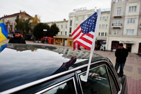 imperialism: Flag of the USA on the roof of car