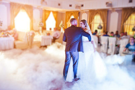 first floor: Amazing first wedding dance with fog smoke at dancefloor and various lights. Stock Photo