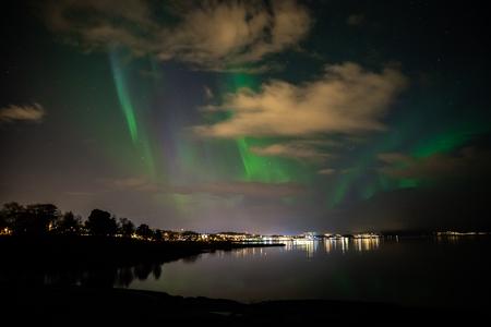 Green northern lights above Trondheimsfjorden in Ranheim, Trondheim area, Norway. 免版税图像