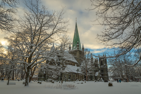 Nidarosdomen Cathedral by Nidelva river in Trondheim. Beautiful wintertime. Most famous gothic, norwegian church. Park and graveyard around the cathedral. Stok Fotoğraf