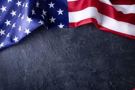 Amerikanische Flagge auf schwarzem Hintergrund Standard-Bild