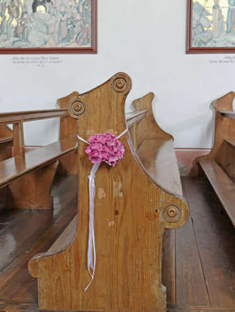 pew: Church Pew