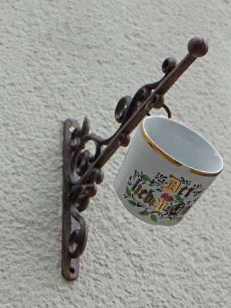 handle: handle cup