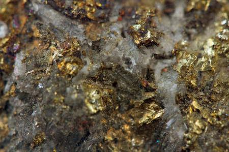 Kristal, goudklompje, goud, brons, koper, ijzer Macro Stockfoto