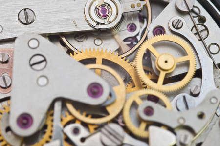 Mecanismo de relojería, engranajes en un reloj antiguo. Concepto de trabajo en equipo, idea, tecnología, eternidad, negocios. Macro