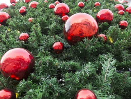 red christmas balls christmas tree toys
