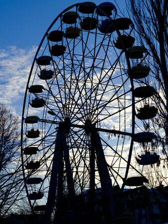 silhouette of ferris wheel against sky