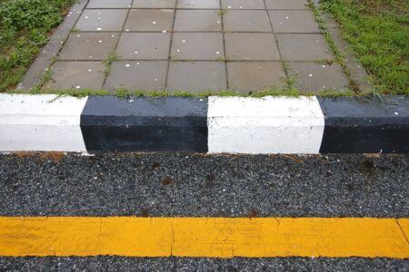 paso peatonal: Paso de peatones en la carretera de la ciudad